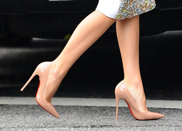 Blake-Lively-Christian-Louboutin-So-Kate-Pumps
