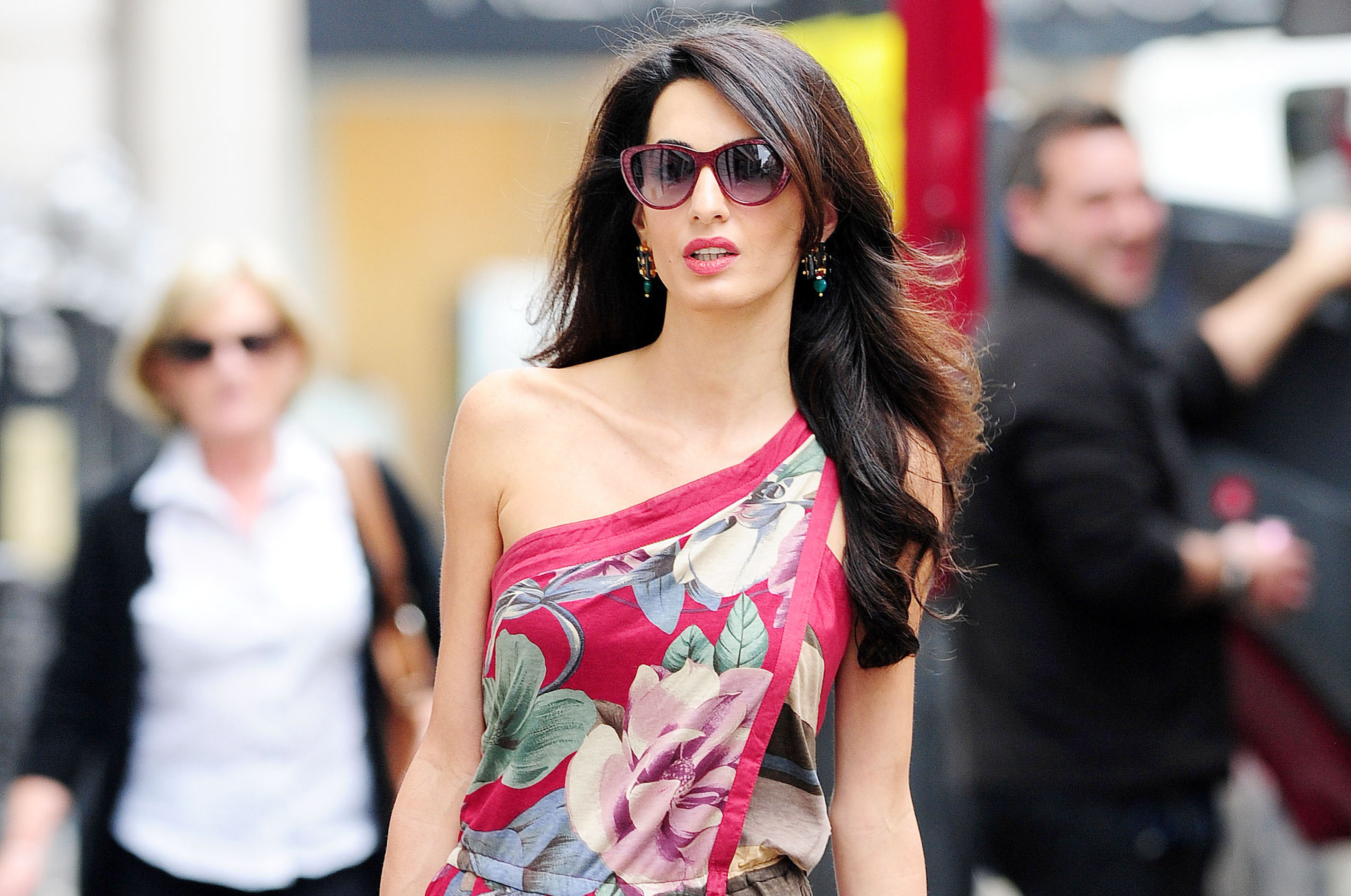 EXC - AMAL ALAMUDDIN AND HER MOTHER BARIA SPEND THE DAY TOGETHER