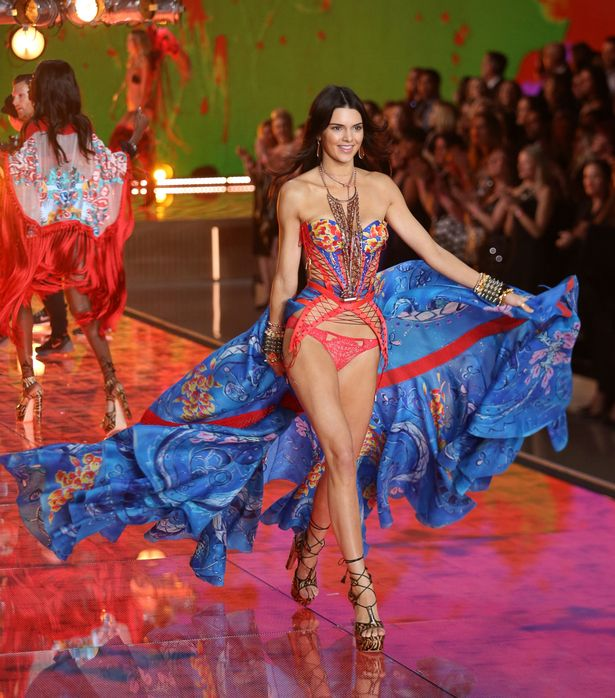 Kendall-Jenner-on-the-catwalk