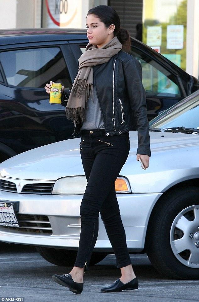 Looks de Selena Gomez8