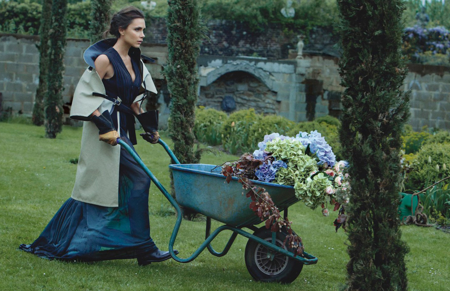victoria-beckham-patrick-demarchelier-vogue-aug14-p124_b