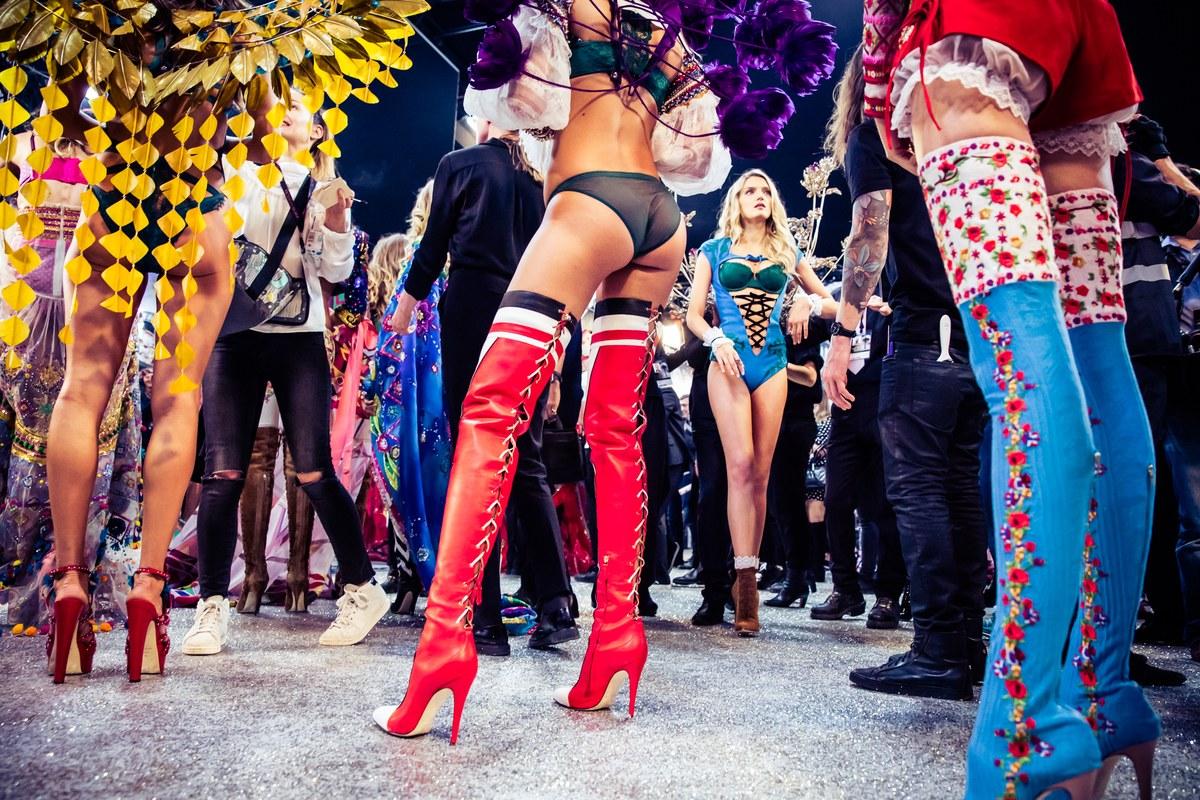 victorias-secret-fashion-show-2016-paris-backstage00005