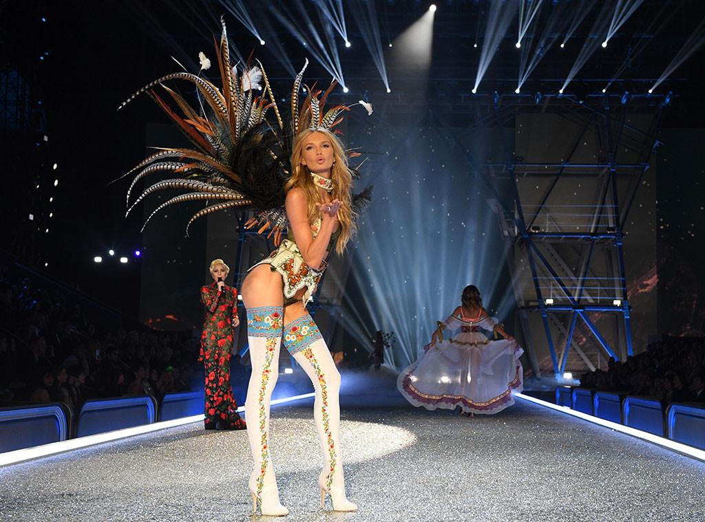 victorias-secret-fashion-show-2016-paris-catwalk00066