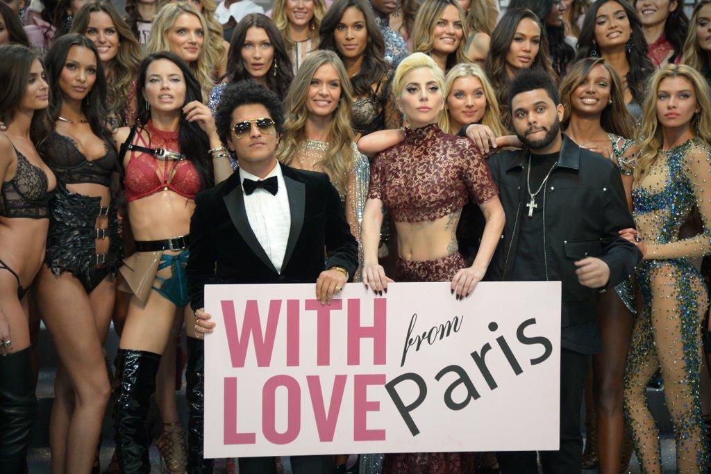 victorias-secret-fashion-show-2016-paris-catwalk00079