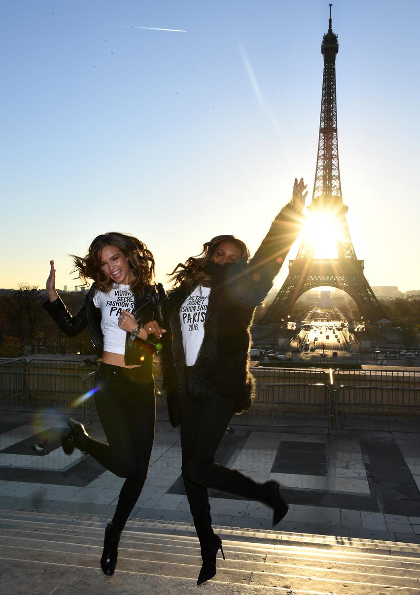 victorias-secret-fashion-show-2016-paris-effeil-tower00003