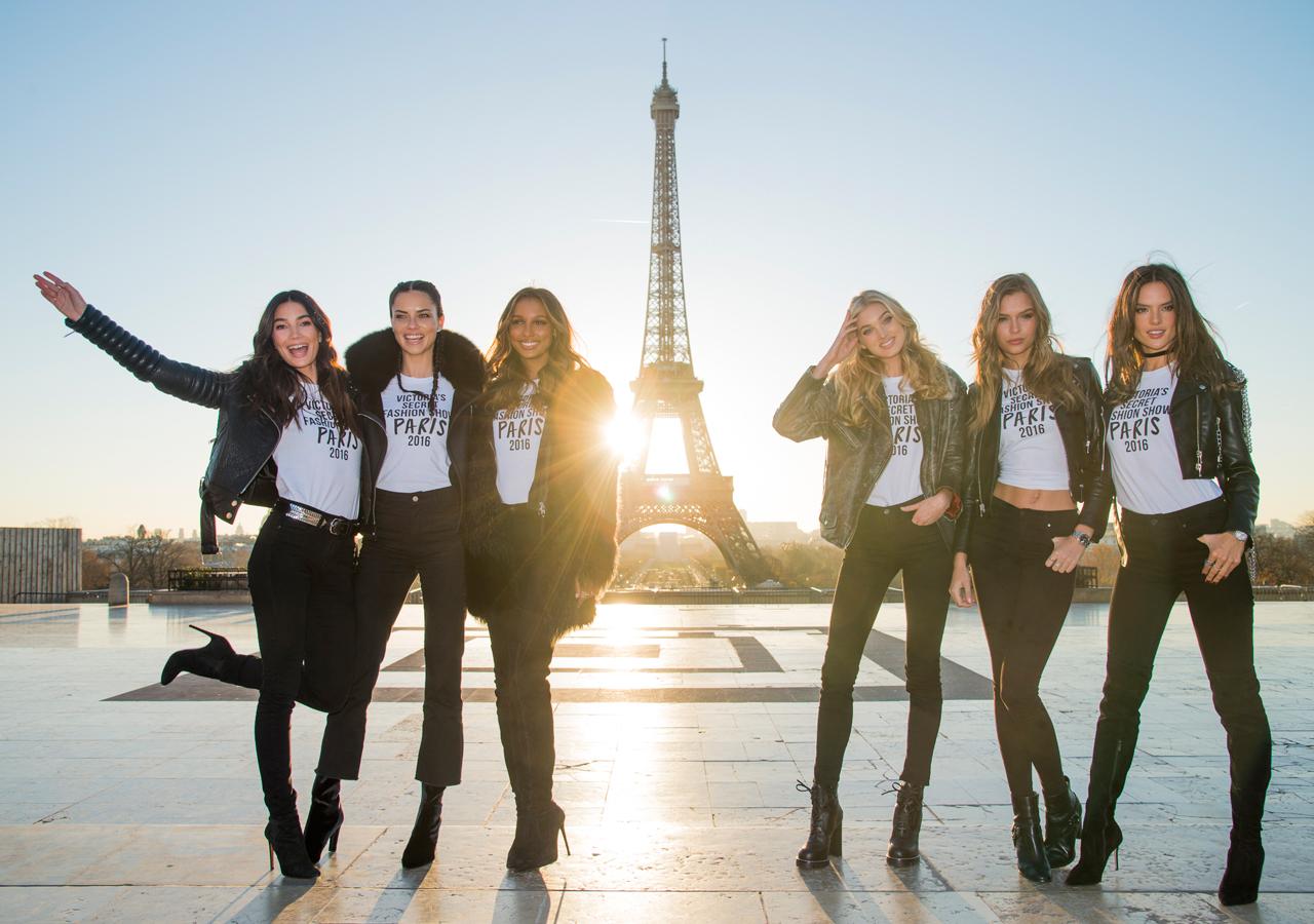 victorias-secret-fashion-show-2016-paris-effeil-tower00005