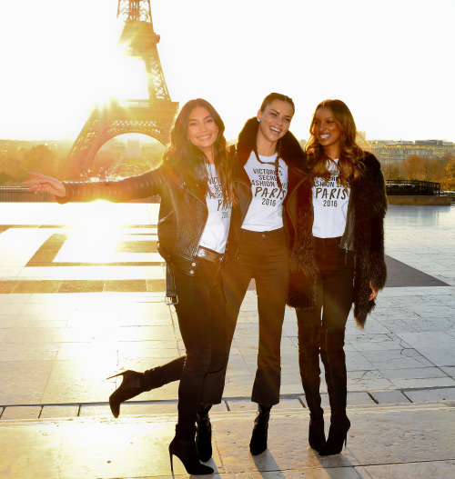 29 November 2016.The Victoria Secret Angels are seen at a photocall at the Eiffel Tower in Paris, Alessandra Ambrosio, Adriana Lima, Lily Donaldson, Elsa Hosk, Lily AldridgeCredit: Neil Warner/GoffPhotos.com   Ref: KGC-195
