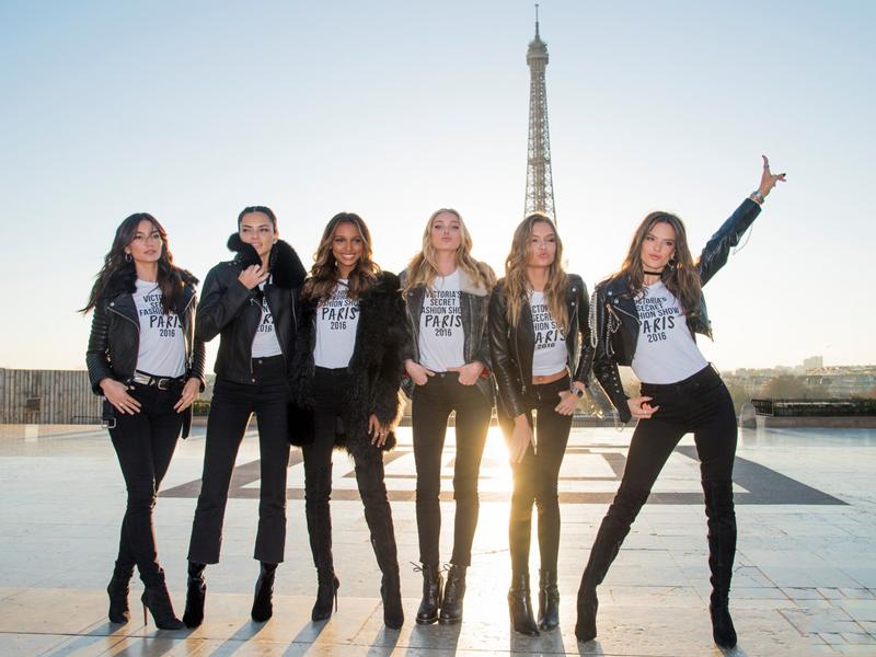 victorias-secret-fashion-show-2016-paris-effeil-tower00007