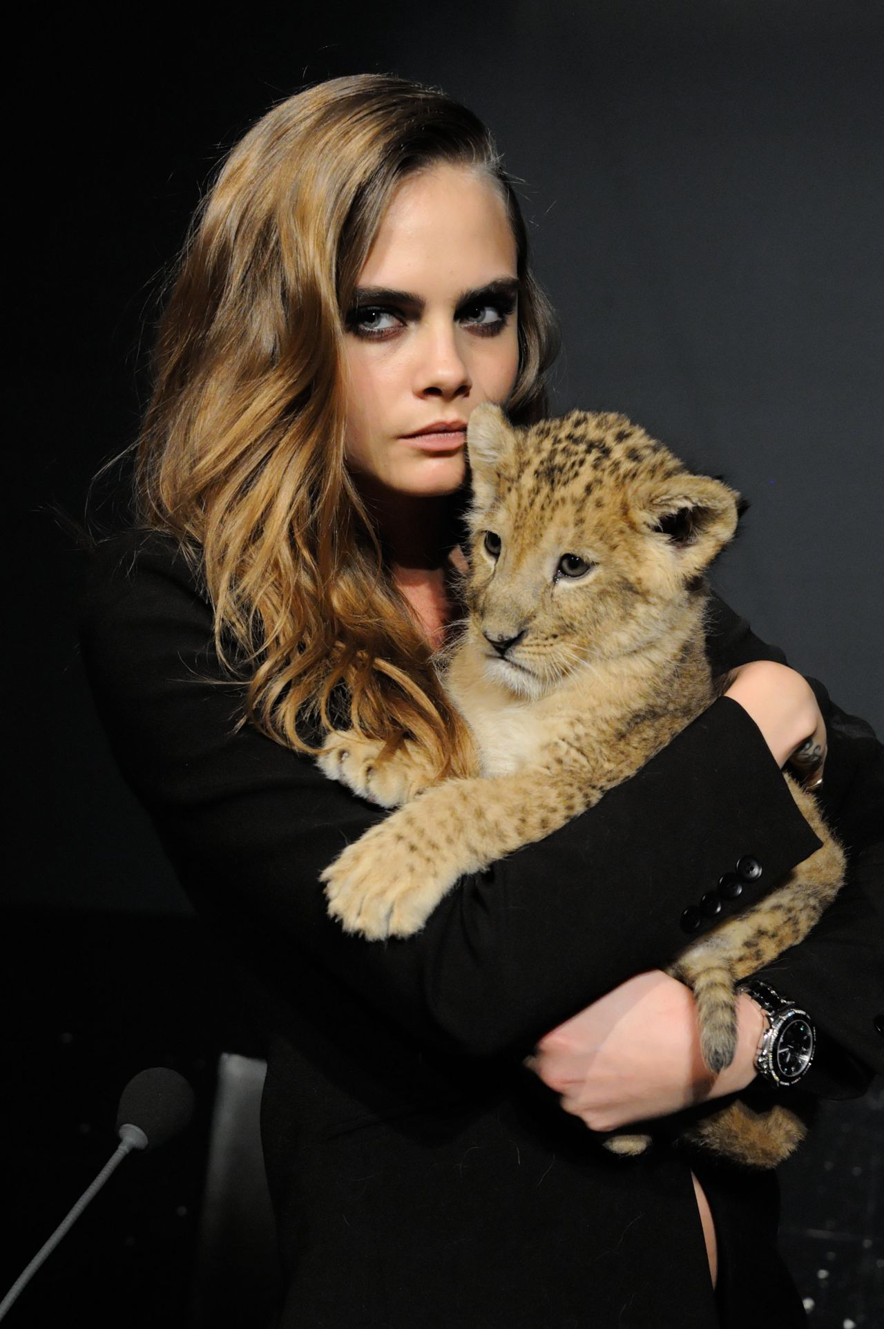 cara-delevingne-the-new-face-of-tag-heuer-press-conference-in-paris-france_10