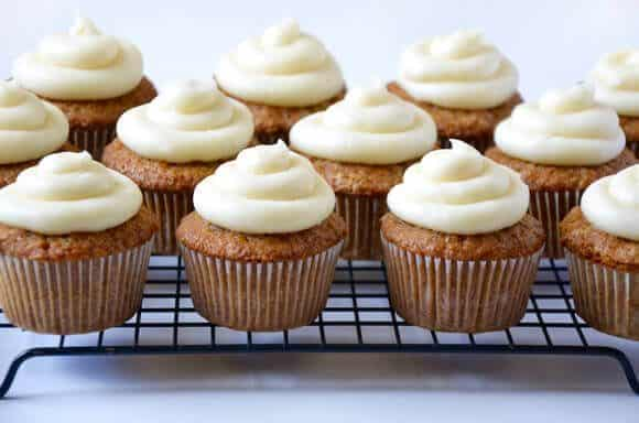 moist-carrot-cupcakes-cream-cheese-frosting-580x384
