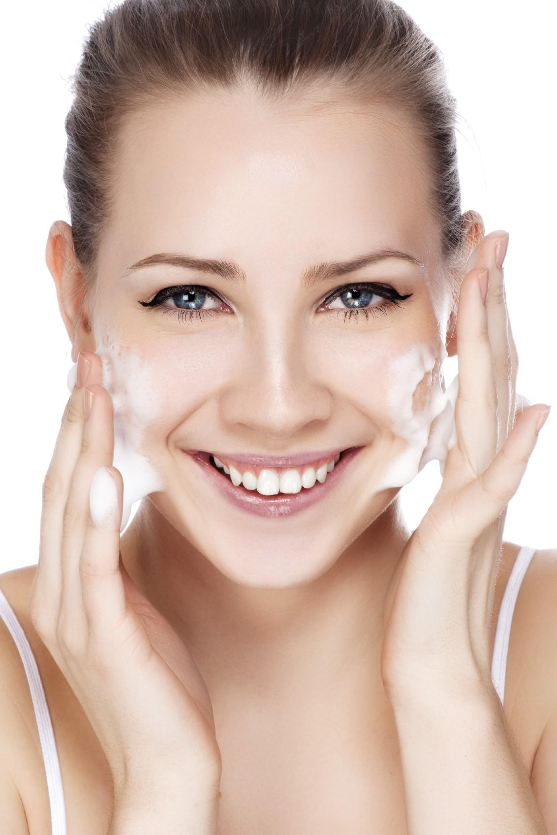 Quel nettoyant visage choisir ? De la texture au type d'utilisation !